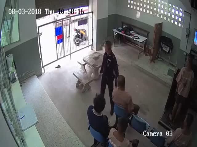 Аккуратные таиландские полицейские
