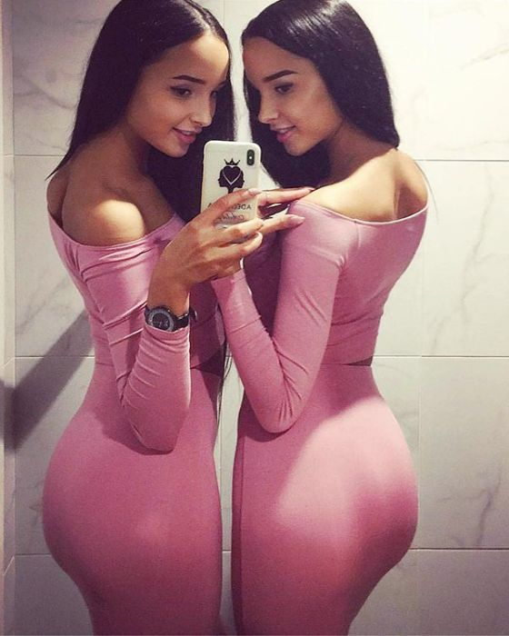 Близняшки-модели из Казани (26 фото)