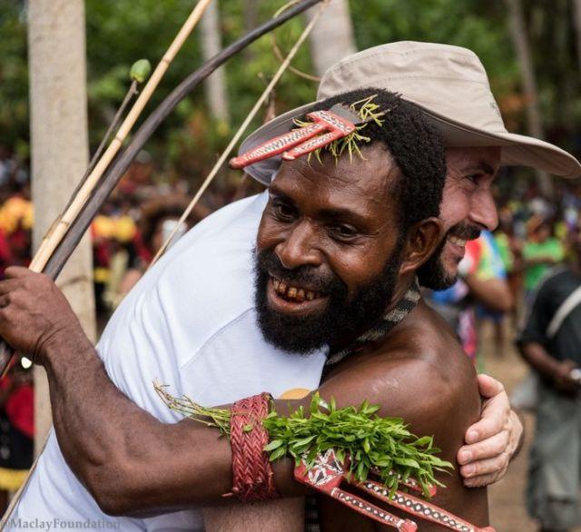 Продолжил деятельность предка: потомок Миклухо-Маклая посетил племя папуасов, с которым встречался его пра-пра-прадед (9 фото)