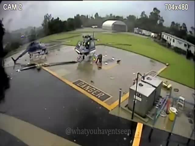 Результат неудачной посадки – два разрушенных вертолета