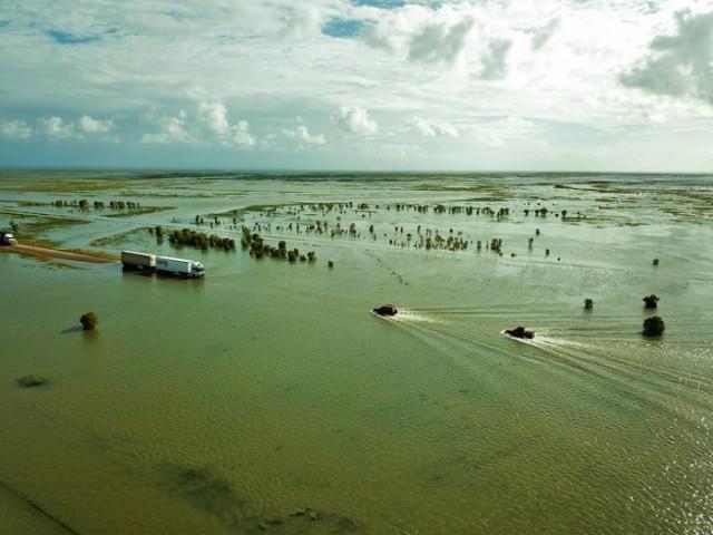 Затопленная автодорога в Западной Австралии (10 фото)