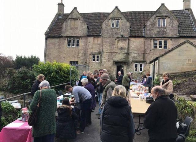 Жители британской деревни выкупили паб, расположенный в здании XV века (7 фото)