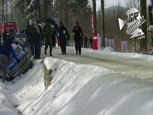 Болельщики помогли гонщикам продолжить гонку