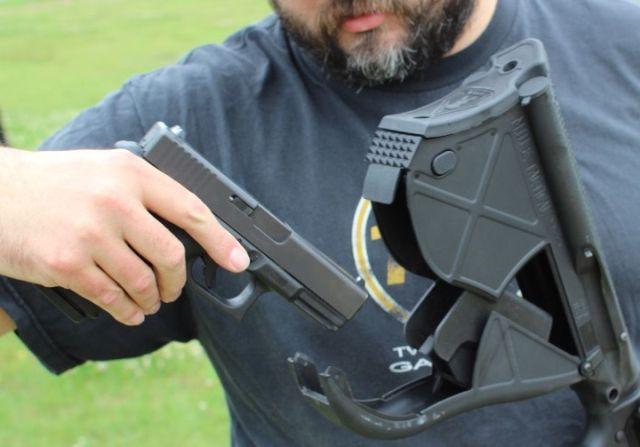 Приклад, который призван спасти жизнь стрелку (7 фото)