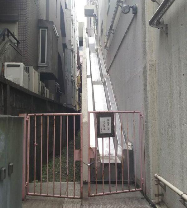 Альтернатива пожарной лестнице из Японии (2 фото)