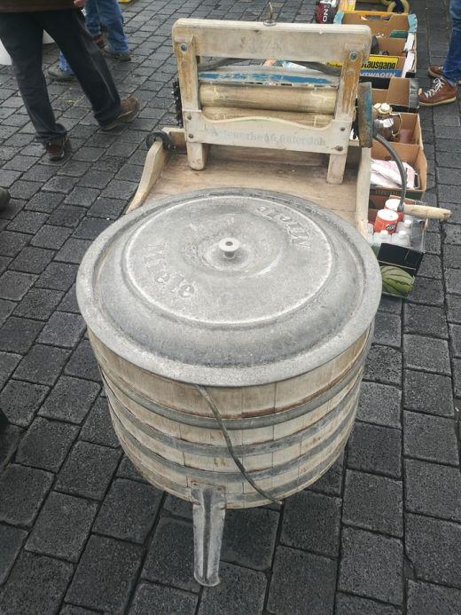 Мечта домохозяек 100-летней давности - ручная стиральная машина (2 фото)