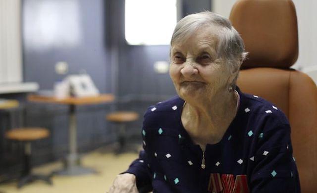 Тюменские врачи вернули зрение слепой пенсионерке (2 фото)