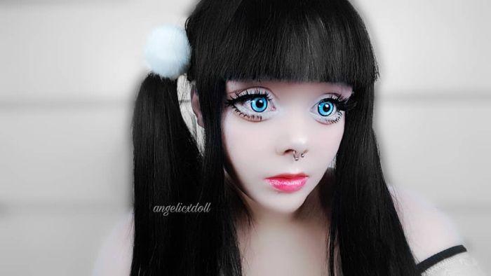 Девушка перевоплощается в куклу, чтобы побороть застенчивость (12 фото)