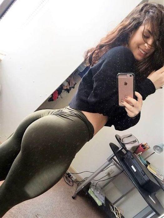 Селфи девушек в зеркалах (29 фото)