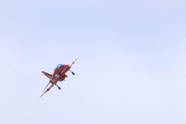 """На военной базе Великобритании разбился самолет пилотажной группы """"Красные стрелы"""" (6 фото)"""