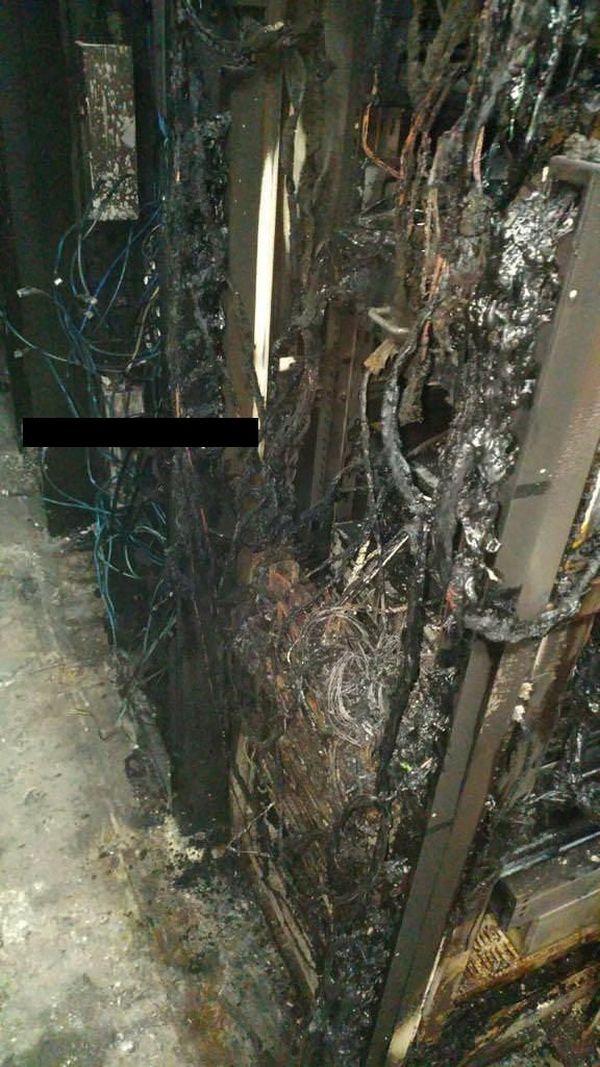 Последствия пожара в дата-центре (9 фото)