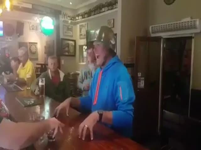 Необычный способ употребления коктейлей