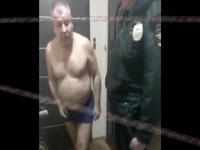 Пьяный подполковник МВД общается с полицейскими