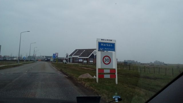 Благодарные жители Нидерланд сохранили память о своих освободителях (2 фото)