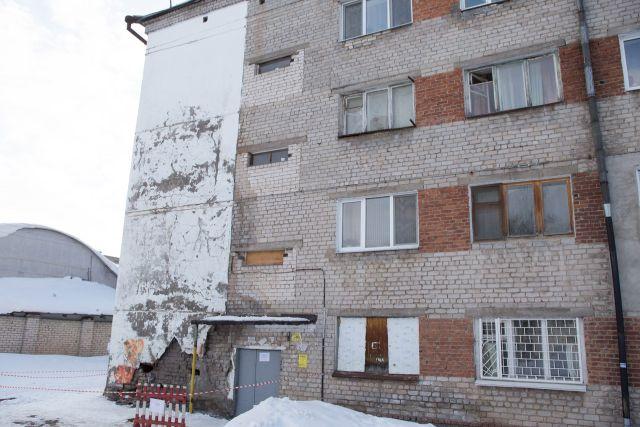 В Зеленодольске жильцов общежития обязали покинуть здание в течение 24 часов (4 фото + видео)