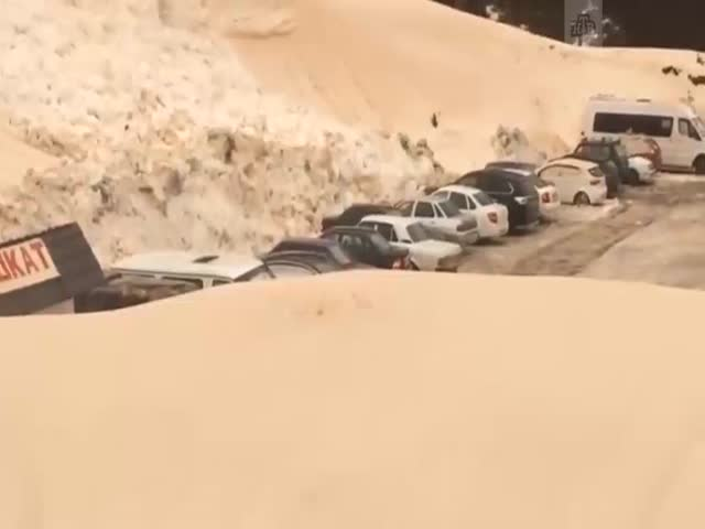 Сход лавины в Приэльбрусье