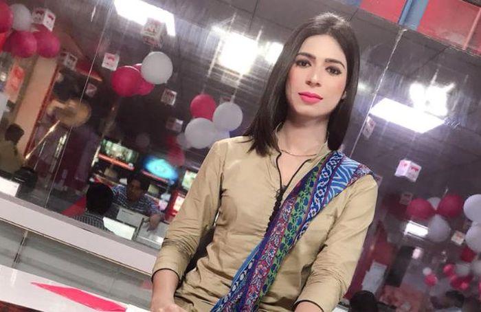 Трансгендер стал ведущим новостей на пакистанском телевидении (6 фото)