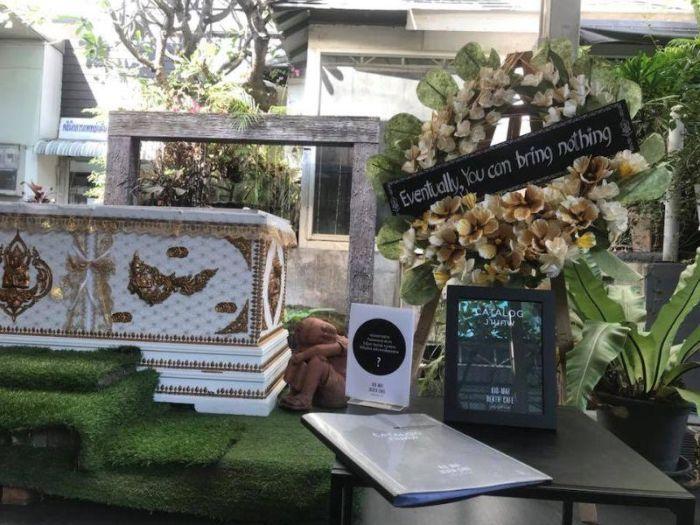 Кафе, оформленное в тематике смерти (8 фото)