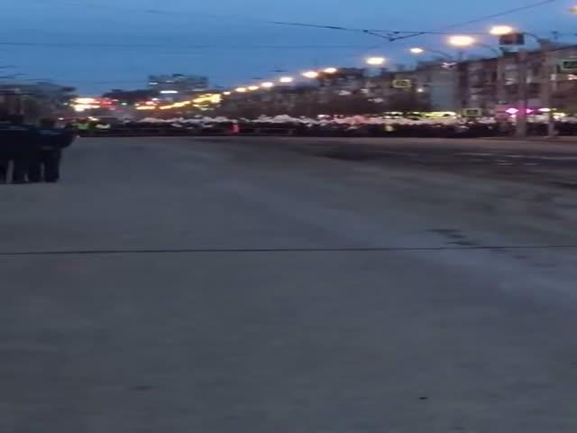 """В Кемерово запустили шары в память о жертвах пожара в ТЦ """"Зимняя вишня"""""""
