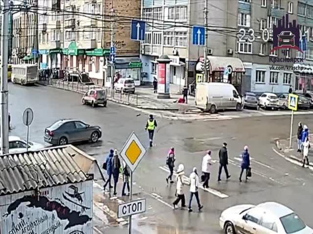 Инспектор ДПС спровоцировал аварию