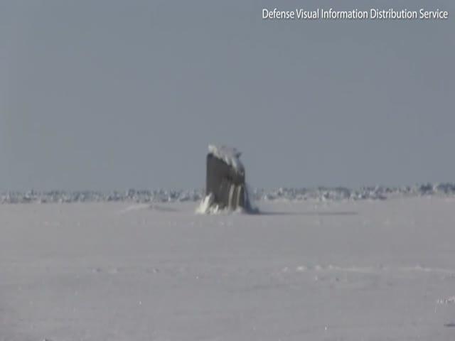 Американская подлодка проломила 40-сантиметровый лед