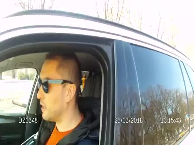 Белорусские сотрудники ДПС не стали церемониться с водителем