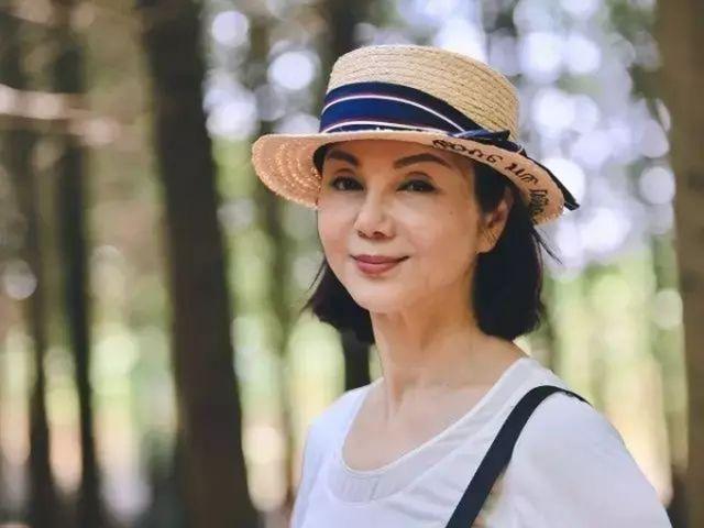 Как вы думаете, сколько лет этой женщине? (5 фото)