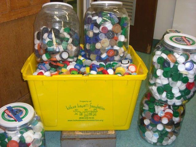 Зачем в Испании собирают пластиковые крышечки (5 фото)