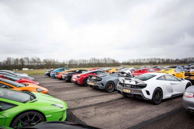В Великобритании прошла выставка 300 суперкаров на сумму в 106 млн долларов (15 фото)