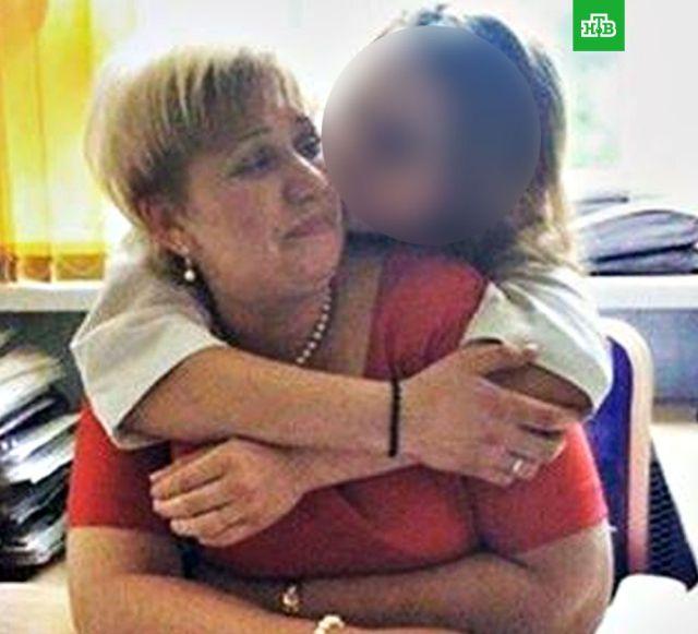 Учительнице устроили травлю за связь десятиклассницей (4 фото)