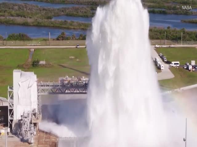 NASA вылило почти 2 млн литров воды на стартовый космический комплекс
