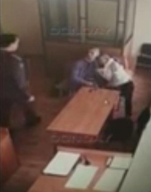 В Ростове-на-Дону подсудимый вступил в интимную связь в зале суда (2 фото)