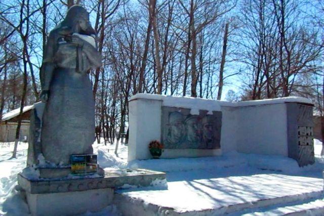 Житель Саратовской области украл звезду с Вечного огня, чтобы сдать на металлолом (3 фото)