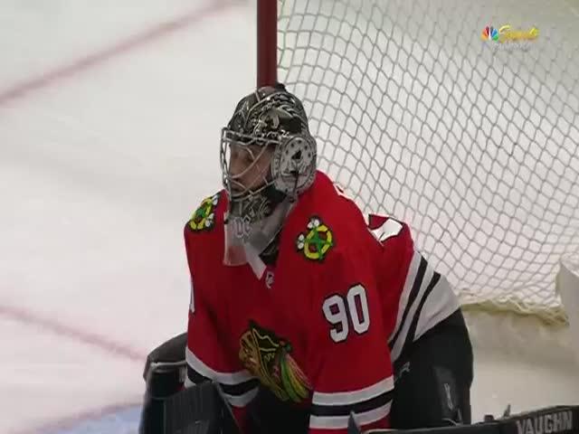 Вратарь-любитель помог клубу НХЛ «Чикаго Блэкхокс» одержать победу