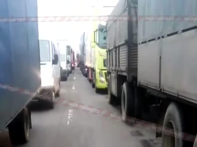 "30-километровая пробка на трассе М-4 ""Дон"""