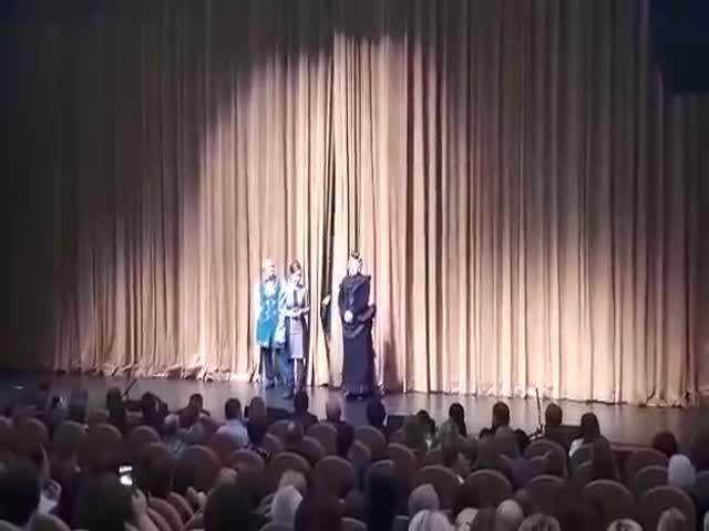 Артистка Мария Аронова устроила забастовку перед спектаклем