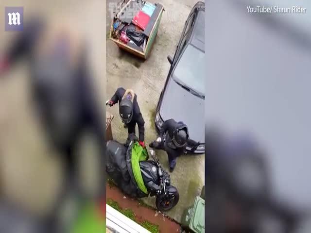 Банда попыталась украсть мотоцикл средь бела дня