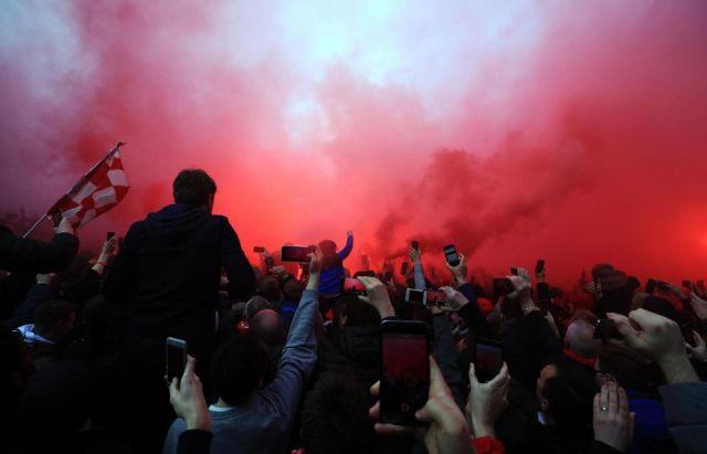 Болельщики «Ливерпуля» атаковали автобус «Манчестер Сити» (8 фото + видео)