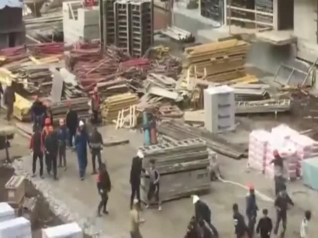 Массовая драка мигрантов на стройке в Краснодаре