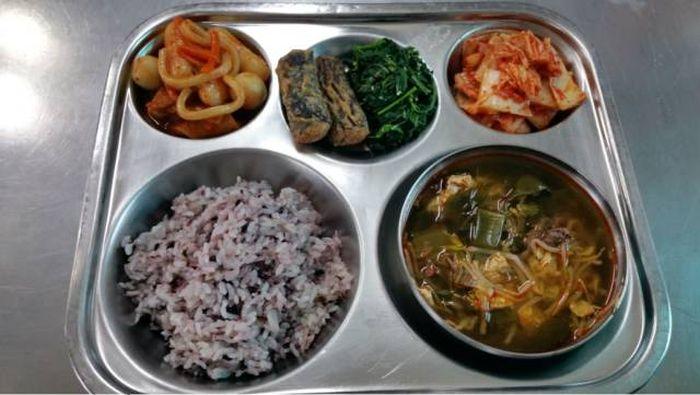 Чем кормят учащихся в Южной Кореи (19 фото)