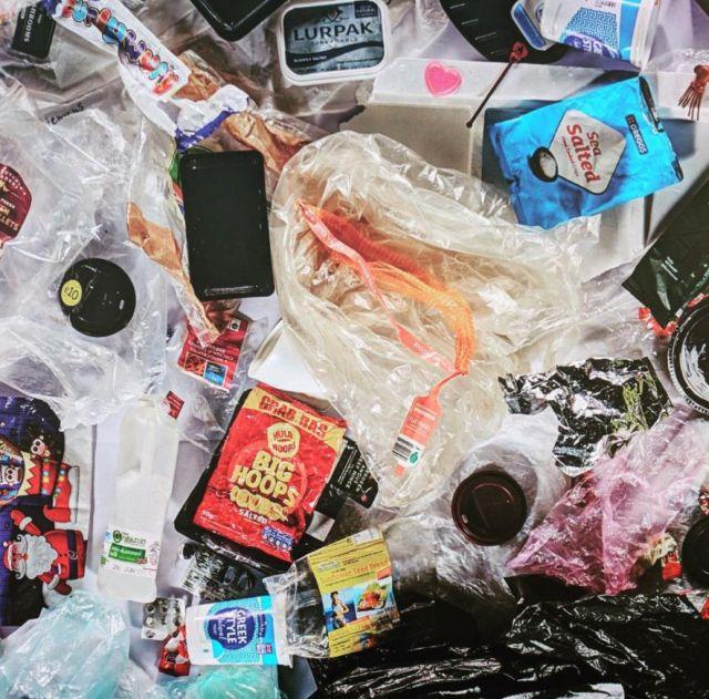 Пластиковый мусор, накопившийся в течение года (7 фото)
