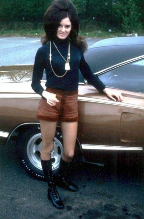 Высокие женские прически 60-х (26 фото)
