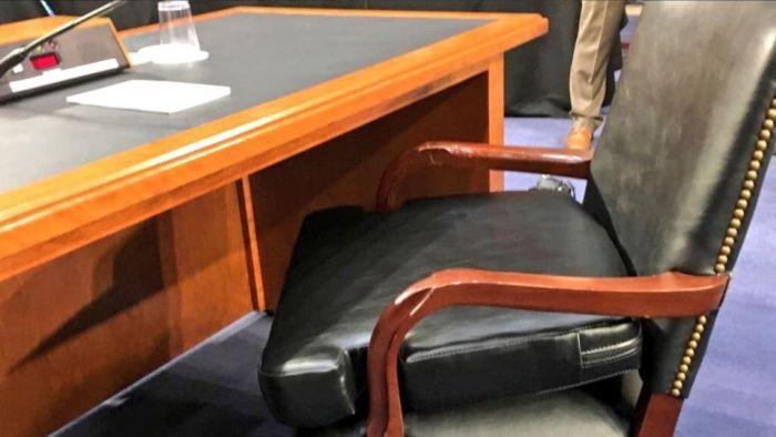 Марк Цукерберг в Сенате США (4 фото)