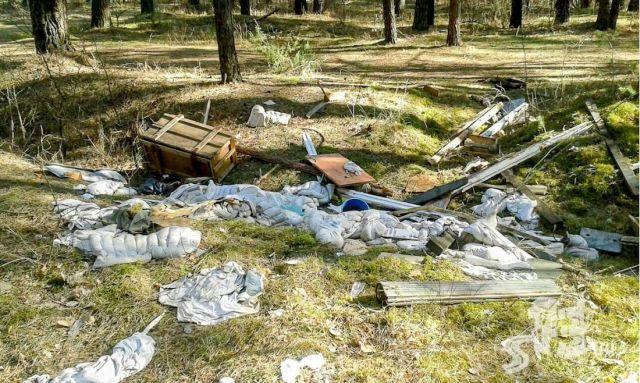 Под Гродно военные устроили свалку (8 фото)