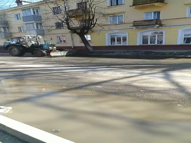 Как убирают улицы в Брянске