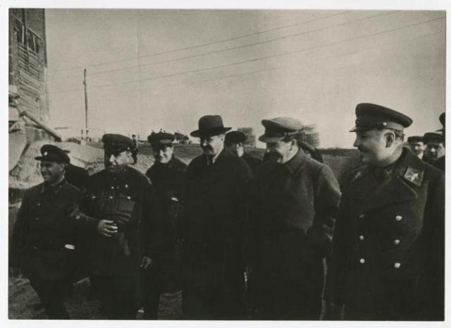 Улыбающийся Иосиф Сталин (25 фото)