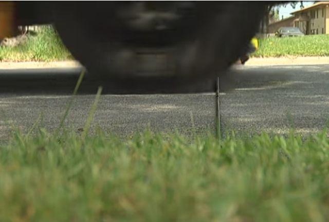 Для чего в США натягивают шланги через дорогу? (3 фото)