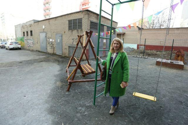 Жительнице Челябинска, построившей за своей счет детскую площадку, грозят штрафом в 100 000 рублей (4 фото)