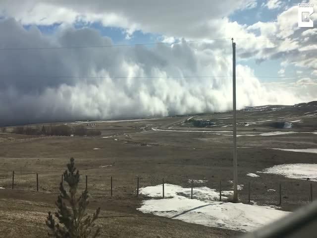 Облако-цунами в Канаде