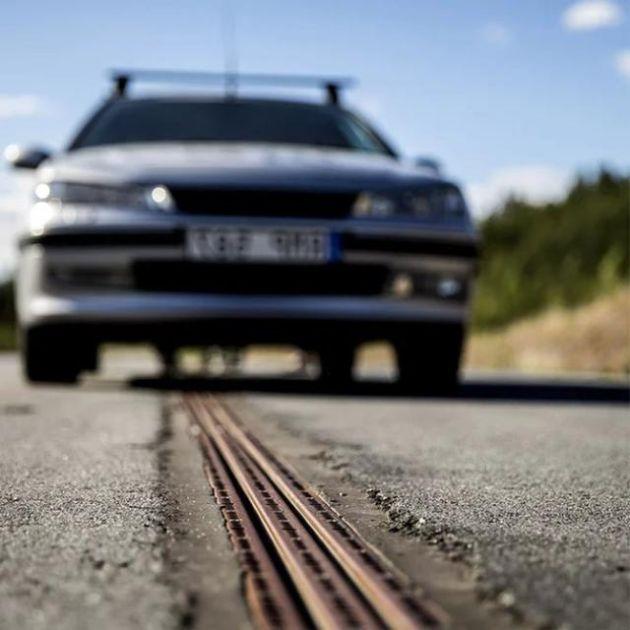 В Швеции открыли первую электрофицированную дорогу для зарядки электромобилей (5 фото)